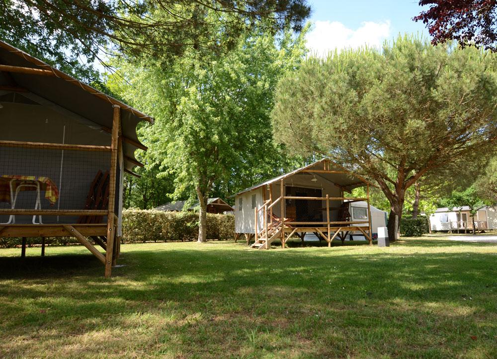 Photo camping chalet bois forêt - copyright Sabrina Echappe