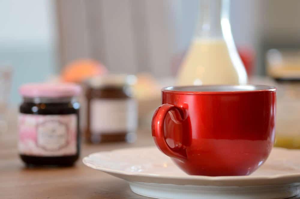 Gros plan tasse rouge - copyright Sabrina Echappe